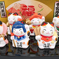 gatos manekineko